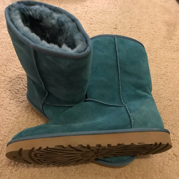 1f429116a8a UGG Australia Classic Short Boot, Teal, size 8